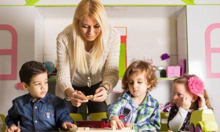 Învățătoarele care au after school ar putea rămâne șomere. Le va fi interzis prin lege să ia bani de la părinți, iar after school-urile vor fi publice
