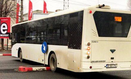 Vieți puse în pericol după ce un șofer de maxi-taxi și-a scăpat autobuzul pe scuar