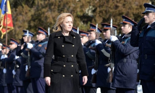 """Polițiștii revoltați i-au făcut public salariul ministrului Carmen Dan. """"Doamna ministru, ne credeţi tâmpiţi?!"""""""