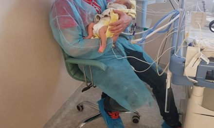 Un militar cere ajutor pentru a plăti spitalizarea copilul său, nou-născut. 6 săptămâni la Regina Maria – 100.000 lei.