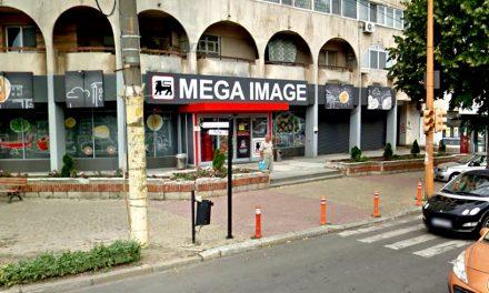 """Mega Image amendat pentru că vindea """"zacuscă tradiţională făcută pe sobă"""", dar care era fabricată industrial"""