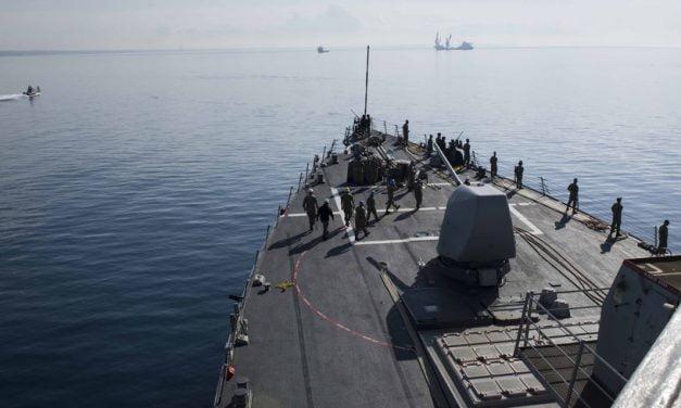Navă de război americană, ajunsă în Marea Neagră, monitorizată de armata rusă