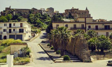GALERIE FOTO / Cel mai frumos orășel din Italia vinde case vechi de sute de ani la prețul de… 1 euro. Cumpărătorii au o singură obligație