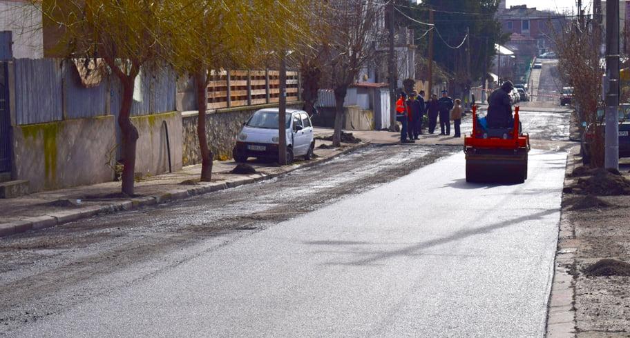 Au fost reluate lucrările de asfaltare a străzilor din Cernavodă