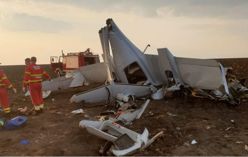 Un avion de instrucție s-a prăbușit la Tuzla. Elevul a decedat, pilotul este grav rănit