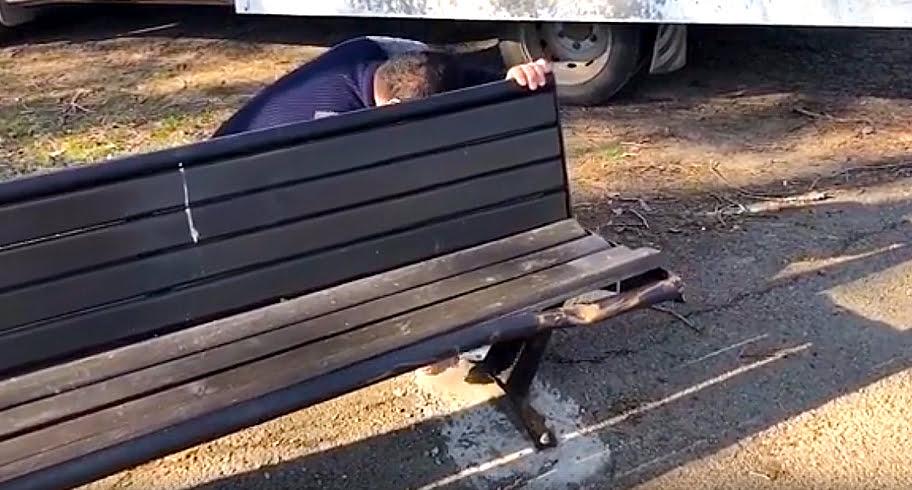 VIDEO. Noile băncuțe montate în oraș au fost vandalizate! Primăria Constanța face apel la bun-simț