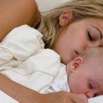 A intrat în aplicare plata majorată a stimulentului pentru părinții care revin mai repede la muncă