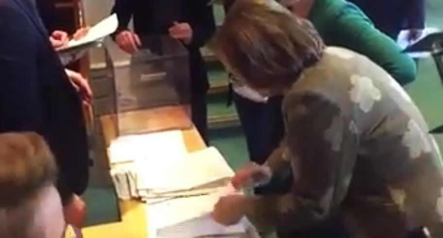 """VIDEO. Grapini, oprită din numărarea voturilor lui Kovesi, după ce a """"sărit"""" un vot"""