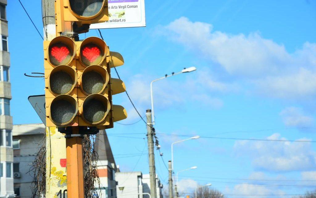 Ce frumi e-n Constanța…. Primăria a montat semafoare cu inimioare pe bd-ul Tomis