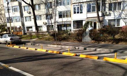 Primaria a montat separatoare de sens în mai multe zone din oraș