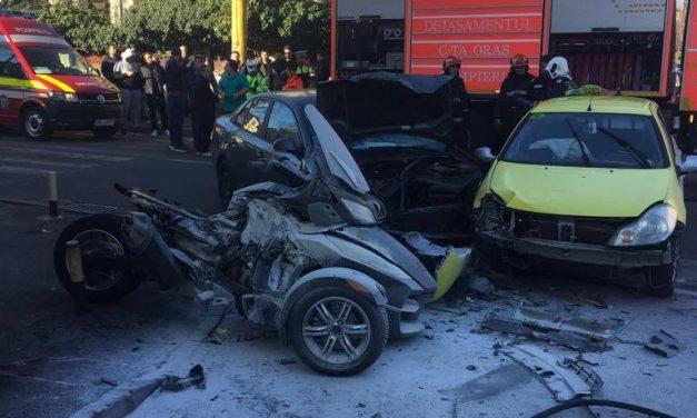 VIDEO și FOTO / Grav accident rutier în centrul Constanței. O femeie a fost spintecată