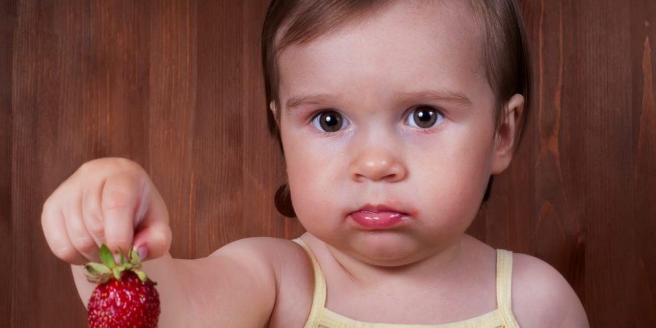 Medicii alergologi au găsit soluția la alergiile alimentare ale copiilor. Obiceiul prin care ne îmbolnăvim singuri copiii