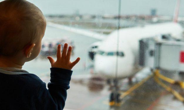 Mamă în România: Aproape că nu există familii cu copii mici în jurul meu care să nu se gândească la emigrare