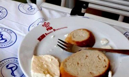 Farfurii cu sigla PSD pentru pacienţii internaţi la Institutul de Boli Infecţioase Matei Balș