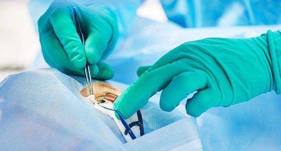 Un oftalmolog din România ar fi operat 10 ani fără să aibă acest drept. Diploma a obținut-o anul trecut