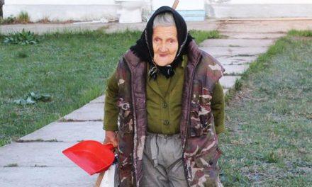 """Bătrânica angajată la o grădiniță, concediată după mediatizarea poveștii sale. """"Nu mai putea fi păstrată"""". VIDEO"""