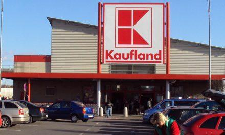 Kaufland România, obligată să îi plătească 100.000 de lei unei foste angajate
