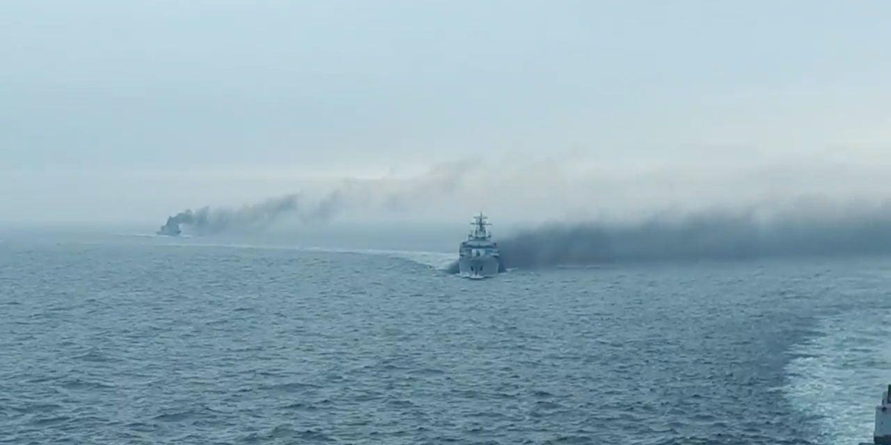 VIDEO / Imaginile rușinii. Nave militare românești în misiune arată de parcă au luat foc