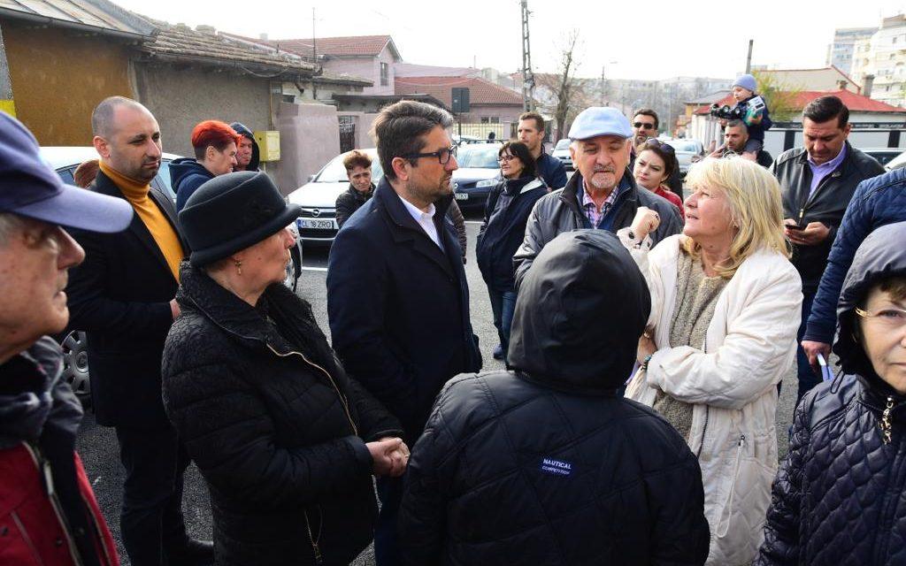 Nu e glumă! Făgădău a ieșit din Primărie și a inspectat o stradă din Constanța. S-a declarat dezamăgit de locatari