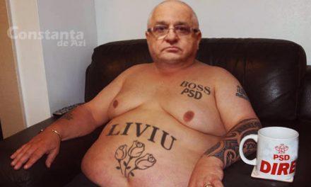 Mândru! Felix Stroe și-a tatuat pe abdomen trei flori și numele iubitului conducător