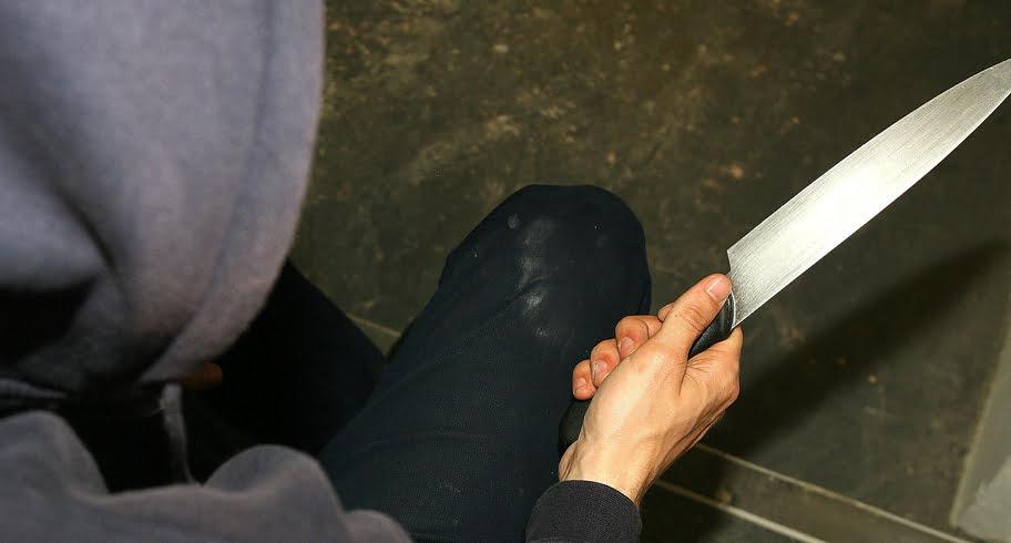 Jaf la păcănele. Un individ a tăiat curentul, a intrat cu un cuțit și a plecat cu 9.000 de lei