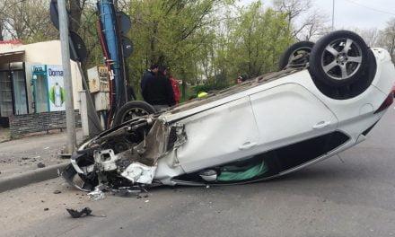 GALERIE FOTO. O femeie a pierdut controlul și s-a răsturnat cu mașina în Mamaia