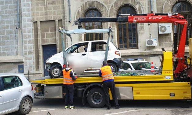20 de mașini parcate neregulamentar pe străzile Constanței, ridicate într-o singură săptămână