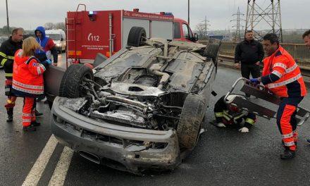 FOTO VIDEO. Accident grav. Un şofer s-a răsturnat cu maşina pe podul de la Ovidiu