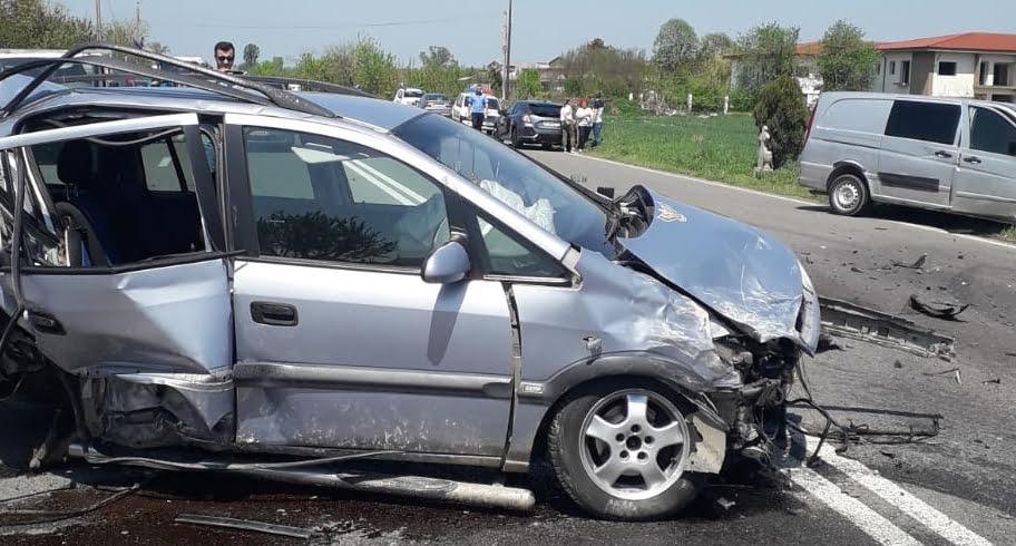 VIDEO/FOTO. Accident cu trei mașini la ieșirea din Kogălniceanu. Șase persoane rănite