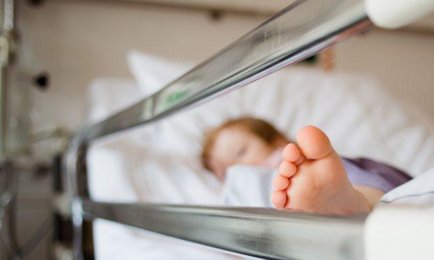 Părinții unor bebeluși decedați acuză că micuții au fost răpuși de infecții luate din Spitalul Județean Constanța
