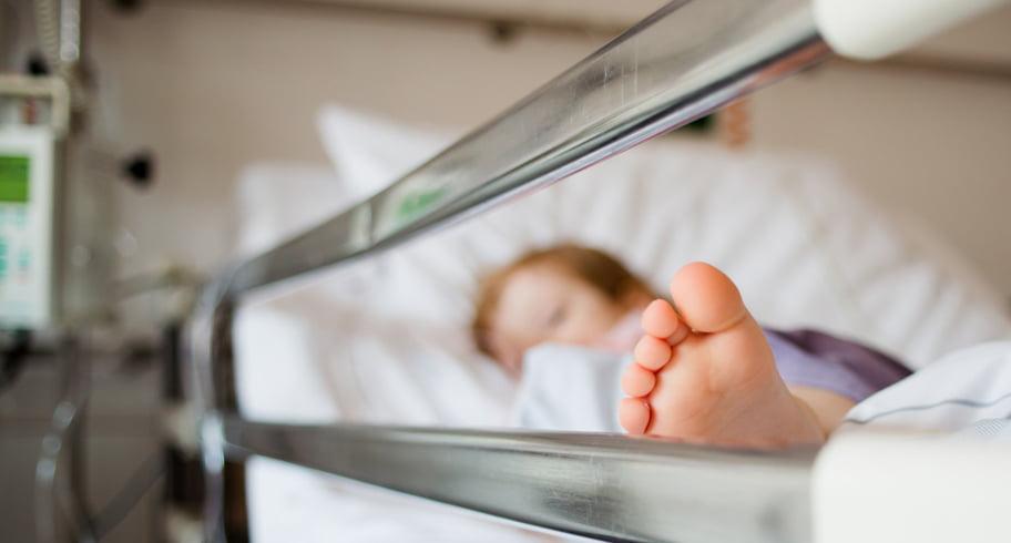 Bebeluș cu tuberculoză, mort pentru că a fost adus prea târziu la spital. Părinții care se temeau de COVID