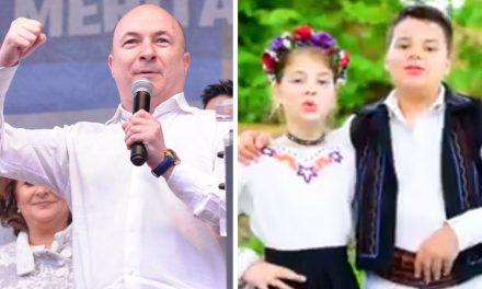 PSD promovează un clip cu doi copii care închină ode partidului și cântă: Frunză verde de bostan, eu nu-l vreau pe Timmermans