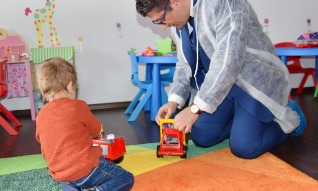 Primarul Făgădău pregătește cutii de dulciuri pentru toți copiii din școli și grădinițe