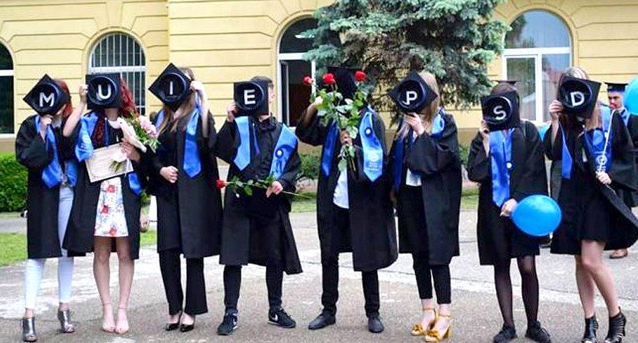 Mesajul transmis PSD de un grup de elevi după festivitatea de absolvire