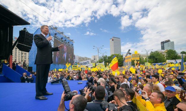 """Iohannis, la mitingul PNL: """"S-au cocoțat în vârful statului infractorii. Eliberați România!"""""""
