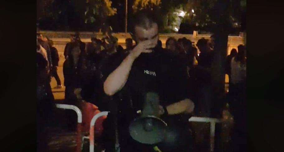 VIDEO. Imagini cu polițistul care plânge după ce i-a ajutat pe românii de la Munchen să voteze
