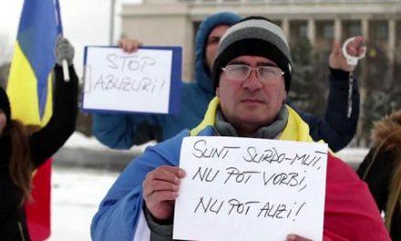 Protestatarul surdo-mut amendat pe motiv că a scandat lozinci anti-PSD a câștigat procesul cu Jandarmeria