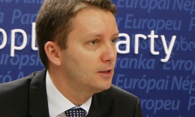 """Siegfried Mureșan: """"Economia României este ținută artificial în viață. Guvernul pompează banii noștri pentru a ne păcăli că ne merge bine"""""""