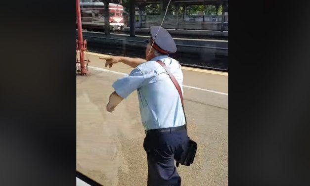 VIDEO. Controlor de tren, uitat pe peronul din Gara de Nord