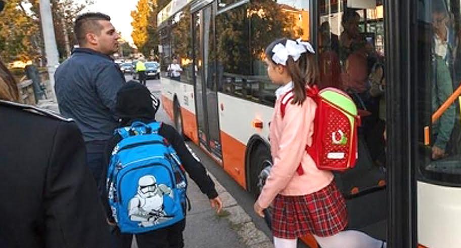 OUG anti-elevi. Guvernul Dăncilă a decis că elevii nu vor avea transport redus și naveta decontată