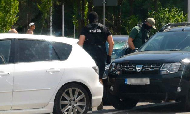 FOTO. Focuri de armă pe un bulevard al Constanței. Bărbat săltat în trafic de polițiștii Antidorg