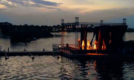 """VIDEO/FOTO. Imagini spectaculoase. """"Lacul lebedelor"""" jucat pe lac, la Ovidiu"""