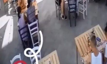 VIDEO / Imagini surprinse pe o terasă din Mamaia. Cum fura un individ banii lăsați de clienți în nota de plată
