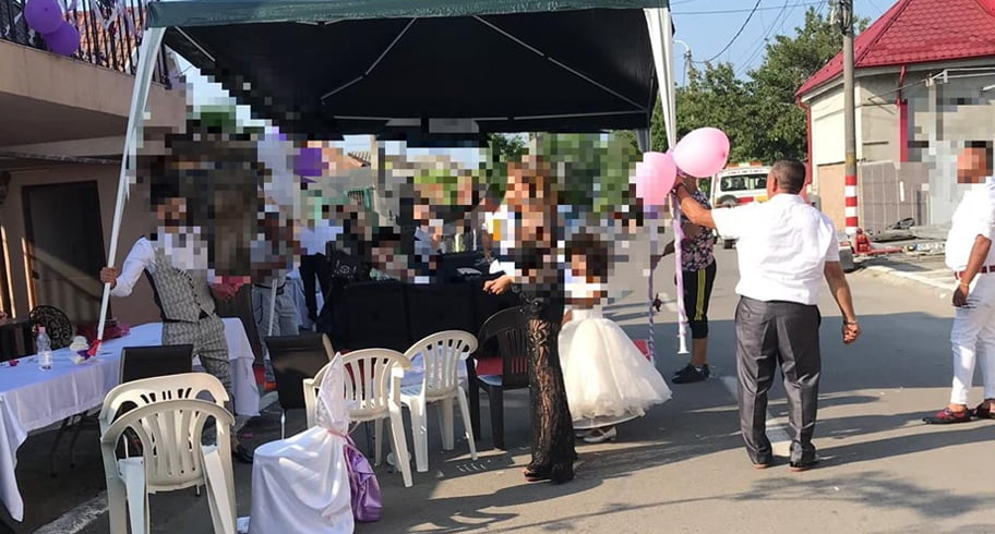 Nuntă de romi pe o stradă din Constanța, întreruptă de polițiști și jandarmi. Organizatorii și formația, amenzi de 2.100 de lei