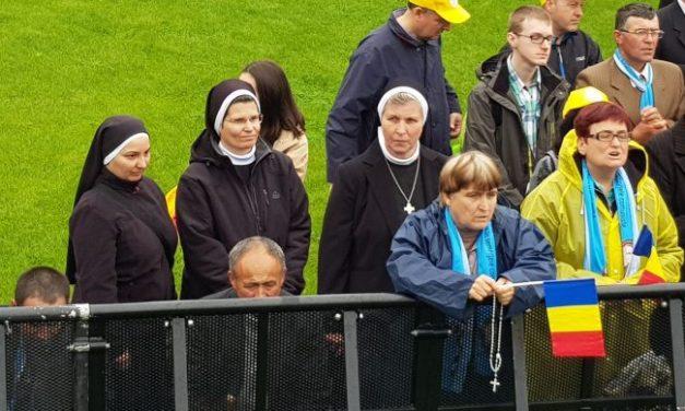 Un preot a găsit 5.000 de euro în toaleta pentru VIP-uri în timpul vizitei Papei Francisc