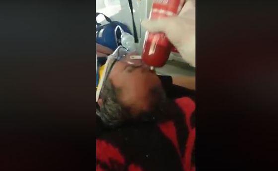 VIDEO / Paramedic SMURD, filmat în timp ce lovea în cap cu un baton de parizer un pacient inconștient