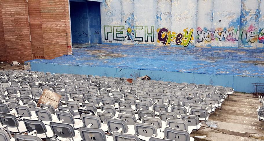 """Reabilitarea Teatrului de Vară """"Mamaia"""" rămâne în pioneze. Proiectul nu a trecut deoarece consilierii PSD s-au abținut"""