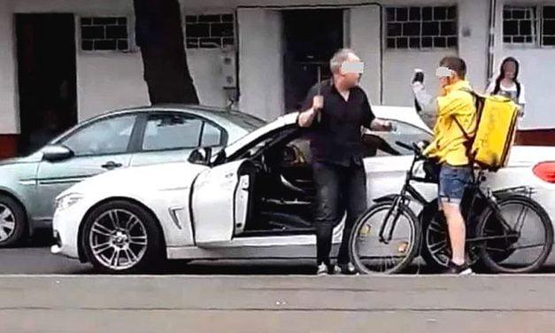VIDEO. Un biciclist a fost luat la bătaie de șoferul unui bolid