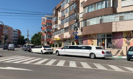 Centrul Năvodariului, blocat de câțiva ani de două limuzine bulgărești