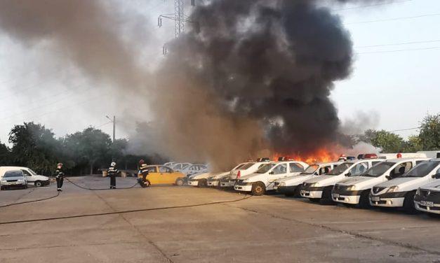 FOTO. Cinci mașini de poliție au ars în parcarea Secției 5 din Constanța